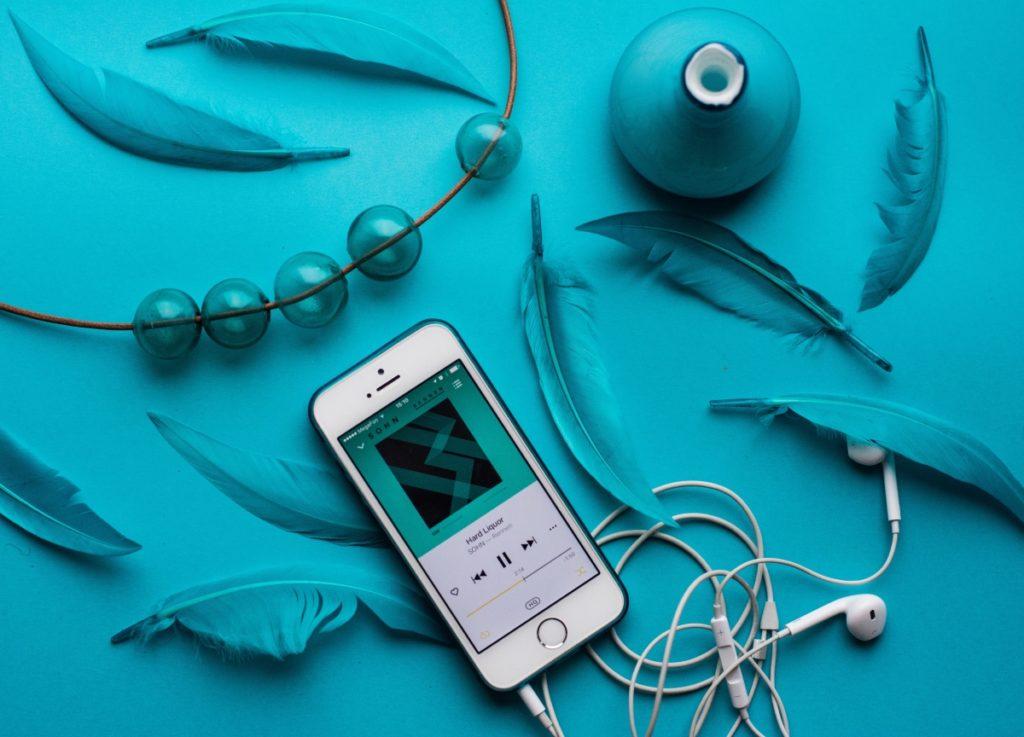 Attività da fare in casa: ascoltare la musica