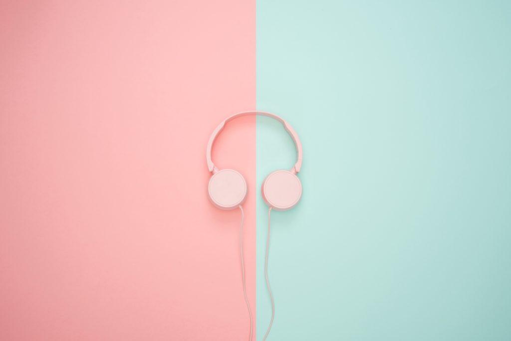 Cosa fare a casa? Ascoltare podcast