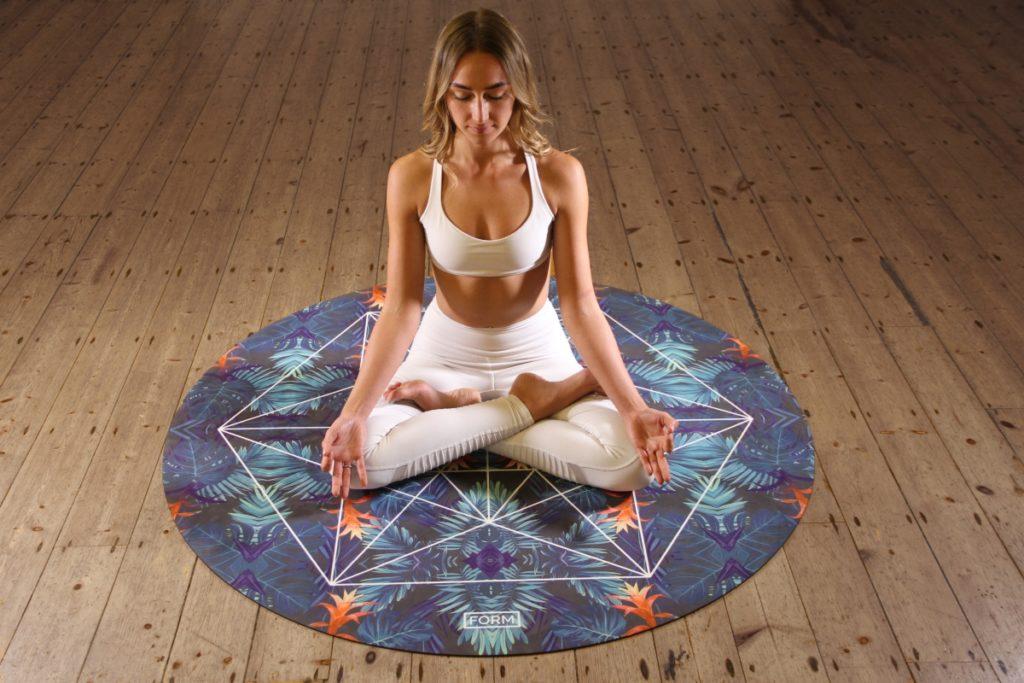 Attività da fare in casa: #iorestoacasa lezioni di yoga