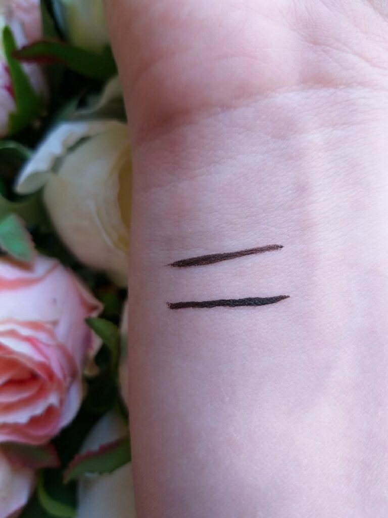 "Swatch ""Megaliner"" Wet n Wild (Dark Brown). Eyeliner marrone low cost."
